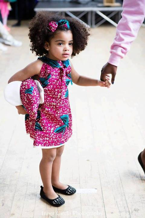 tenue africaine pour petite fille photos de robes. Black Bedroom Furniture Sets. Home Design Ideas